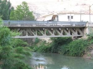Puente viga isostática tipo Howe