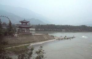 Vista parcial del sistema de irrigación de Dujiangyan.