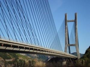 Puente Ingeniero Carlos Fernández Casado, en embalse de Barrios de Luna (León)