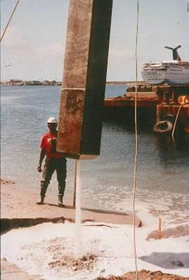 Pilote de hormigón armado hincado con lanza de agua a presión (FHWA)