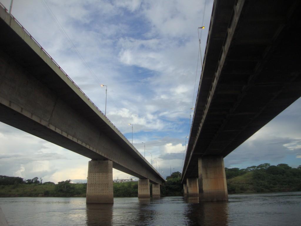 Primer y Segundo Puente sobre el río Caroni (Venezuela). Diseñado por F. Leonhardt y H. Baur. Terminado en 1963, une San Félix y Puerto Ordaz
