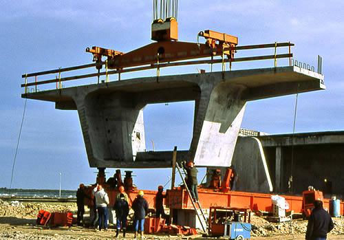 Dovela del puente de Île de Ré, en Francia. Fuente: https://es.wikipedia.org/wiki/Dovela