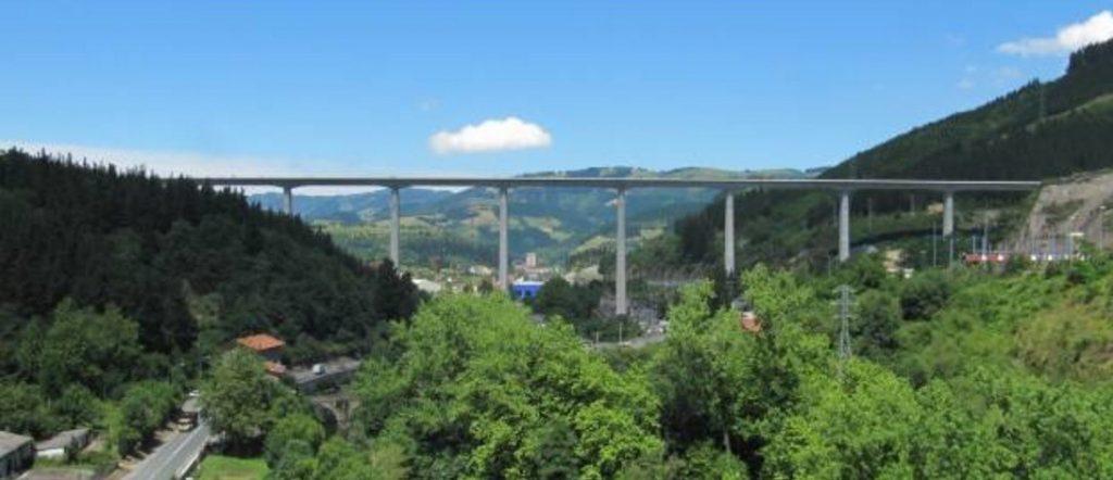 Viaducto sobre el río Deba. Fuente: http://www.ideam.es/
